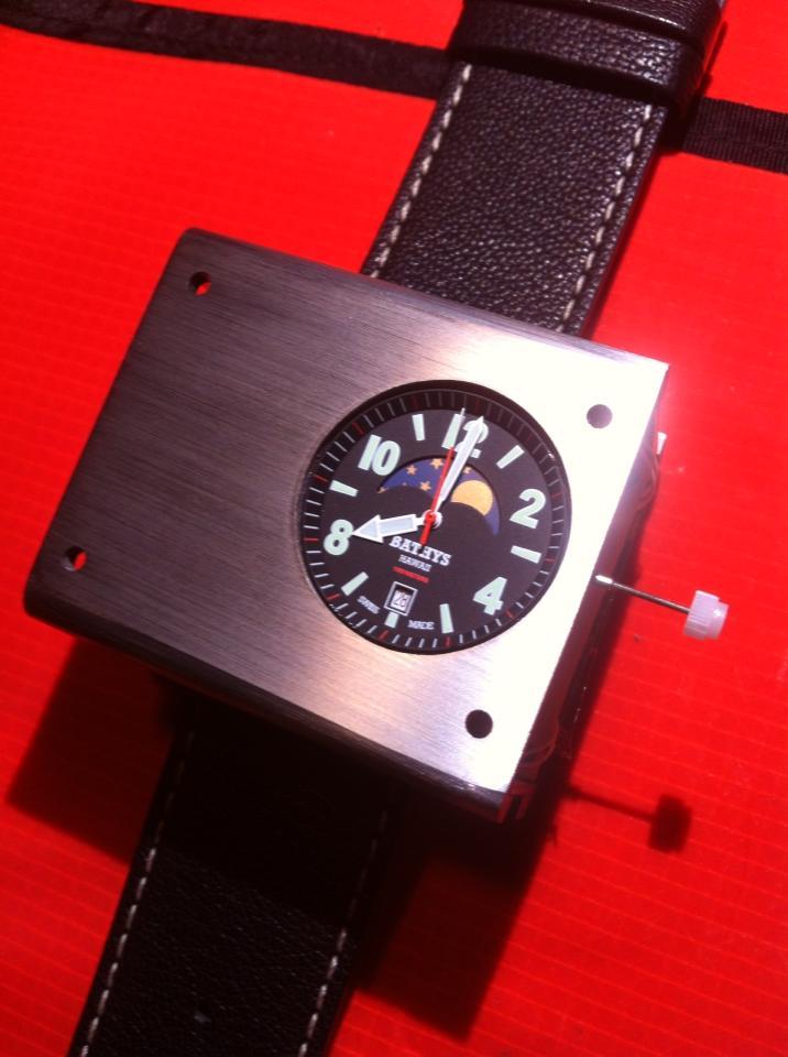 Если московское время , и в данный момент мои псевдо-швейцарские часы показывают секунда в секунду и у моего руководителя, пусть даже более дорогие, настоящие швейцарские, тоже показывают секунда в секунду, , то как можно сказать, чьи часы точнее???!